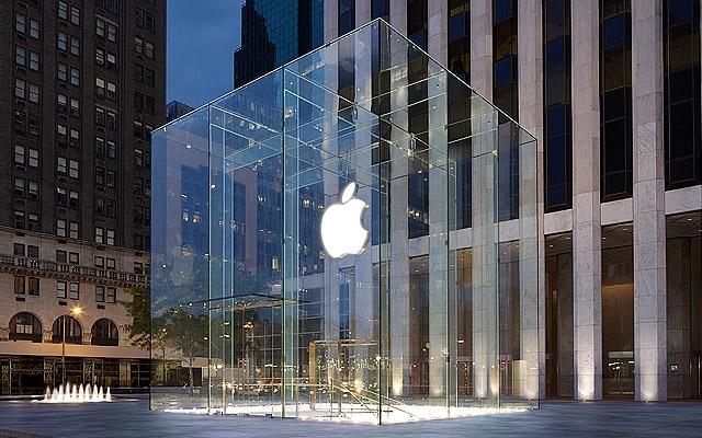 Apple объявила набор сотрудников в первый российский Apple Store