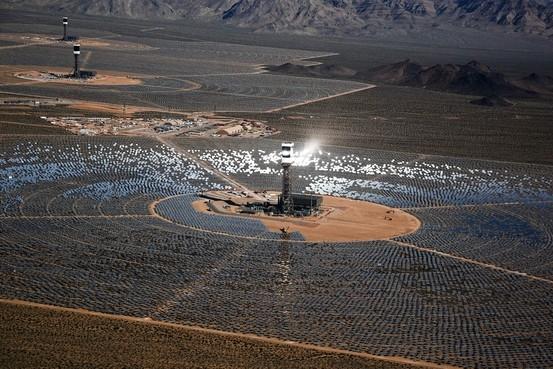В США была запущена крупнейшая в мире солнечная электростанция башенного типа