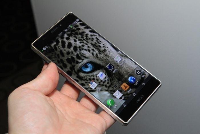 Pantech Vega Iron 2   первый смартфоном с процессором Snapdragon 805