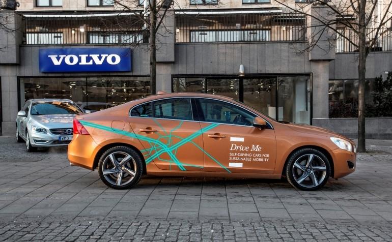"""Volvo выпускает на дороги Швеции сотню """"беспилотников"""""""