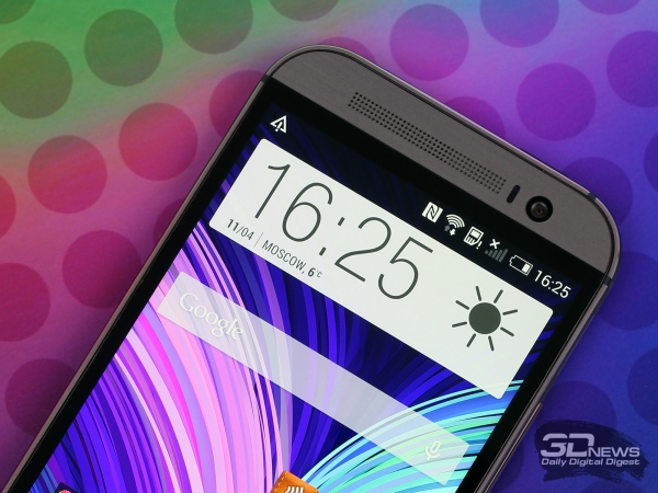 HTC One M8: tiny plastic border between metal body and glass
