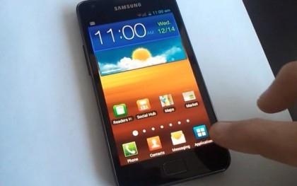Смартфон Samsung с оболочкой TouchWiz