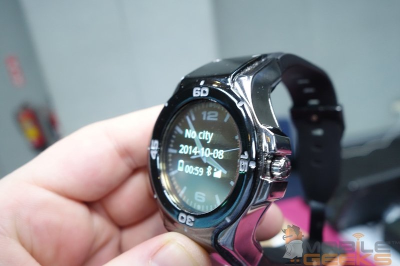 Halo: «умные» аналоговые часы с прозрачным OLED-дисплеем"