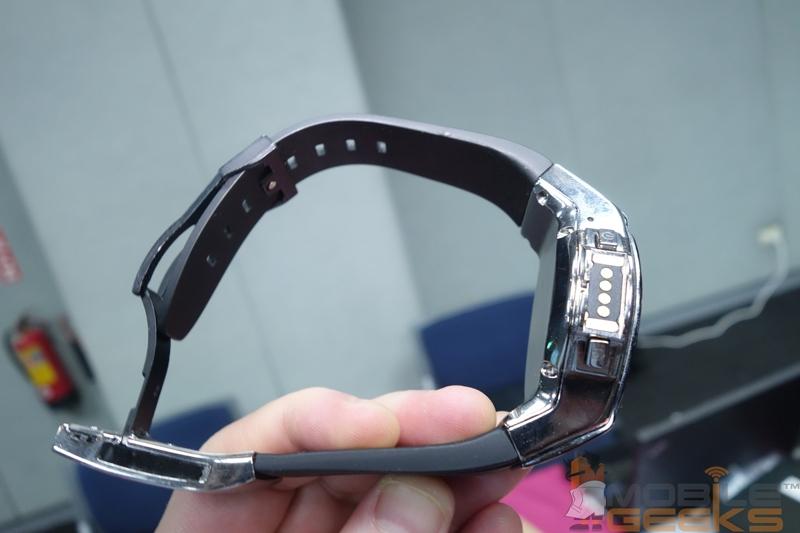 "Halo: «умные» аналоговые часы с прозрачным OLED-дисплеем"""