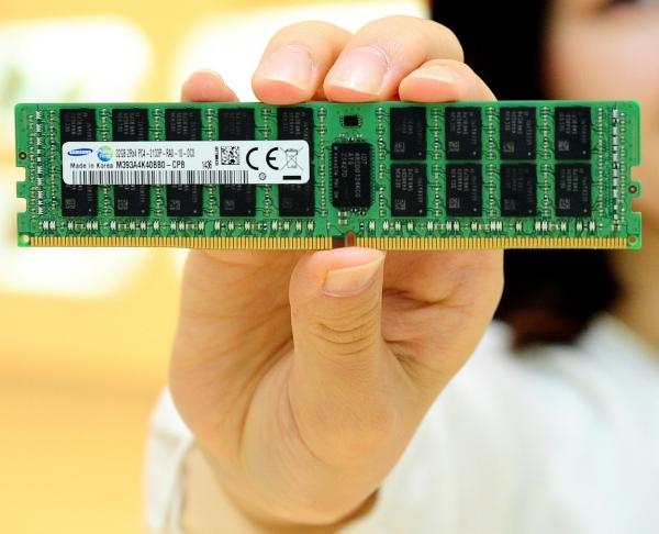 Модуль DDR4 памяти «Самсунг» объёбог 32Гигабайт