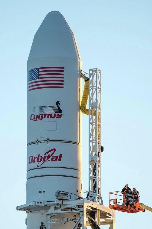 Причиной взрыва ракеты-носителя Antares может быть неисправность двигателей