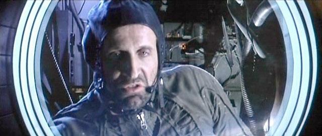 Русский космонавт Андропов во времена, когда всё было сделано на Тайване. Кадр из к-ф Армагеддон.