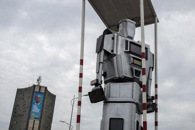 «Робокоп» на одной из столичных улиц Конго