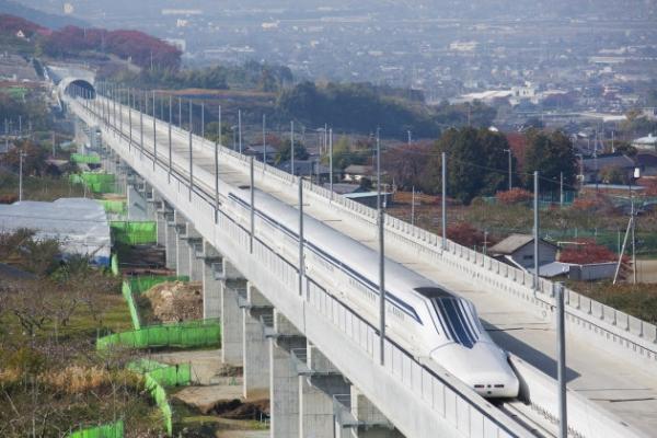 Японский маглев разогнался до590 км/ч ипобил рекордскорости