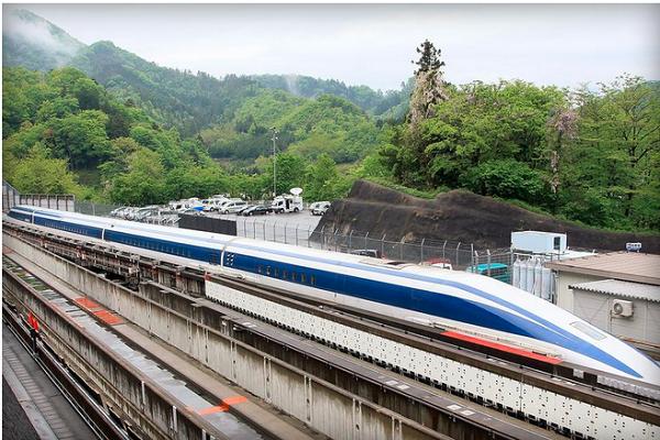 Японский маглев разогнался свыше 600 км/ч