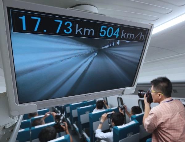 Японский маглев разогнался свыше 600 км