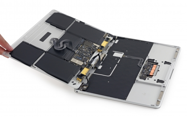 The inside of the Apple MacBook 12 &quot;height =&quot; 376 &quot;width =&quot; 600 &quot;/&gt; </a></p> <div class=