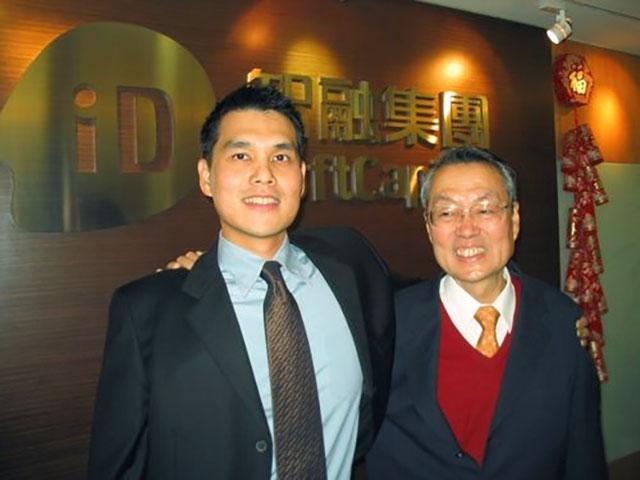 Основатель Acer Стэн Ши справа и его старший сын Марверик Ши в Тайбэе, 27 января 2007 года (Photo/CNA, focustaiwan.tw)