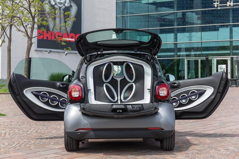 Крошечный автомобиль Smart ForTwo оборудовали акустической системой на 5720 Вт