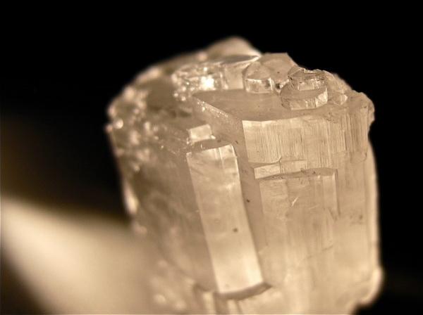 Традиционные пьезоэлектрики имеют кристаллическую структуру