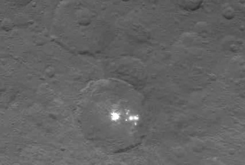 Фото дня: таинственные яркие пятна на Церере