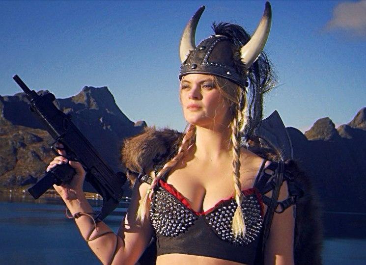 Абсурдный ретро-боевик Kung Fury, финансировавшийся через Kickstarter, был загружен на YouTube