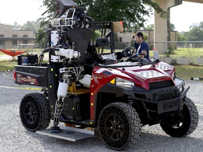 """Видео:«роботопад»на турниреDARPA Robotics Challenge 2015"""""""
