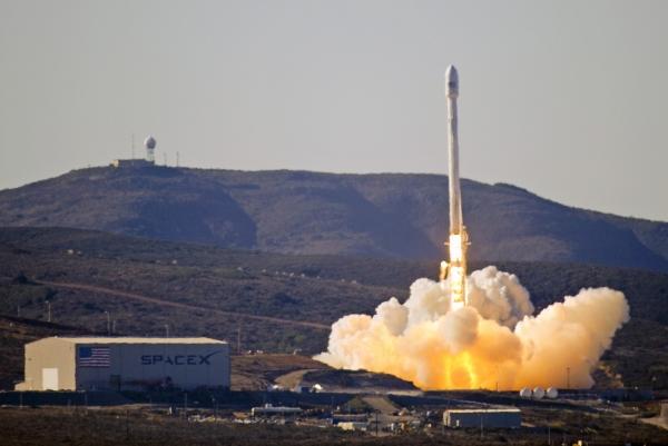 Сторонние наблюдатели сомневались в прочности и устойчивости нового варианта носителя Falcon, но ракета сразу полетела нормально
