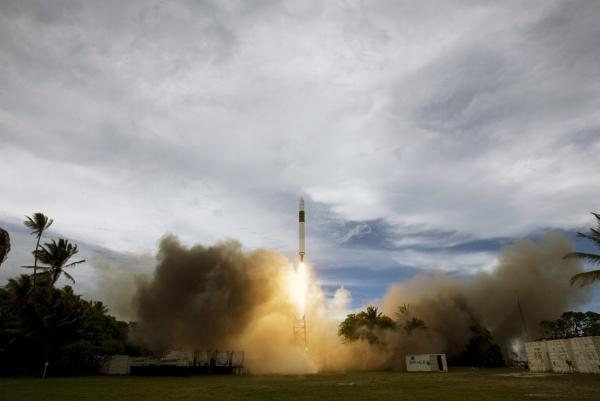 Первые три пуска носителя Falcon-1 закончились неудачей (правда, причины аварий были различными)