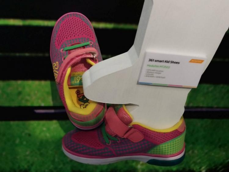 Создана детская обувь с GPS-трекером