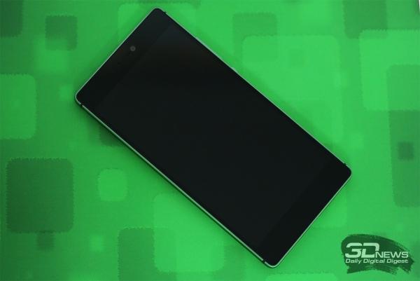 Huawei P8 – лицевая панель