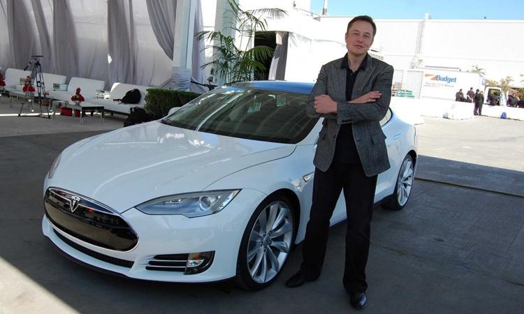 Tesla покажет «народный» электромобиль Model 3