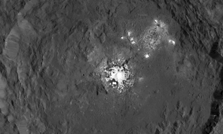 Фото дня: таинственный кратер Оккатор на Церере