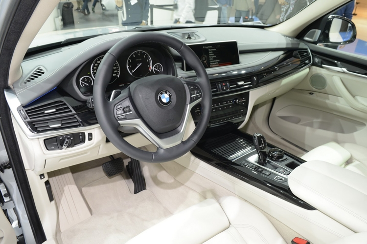 "Автосалон во Франкфурте 2015: гибридный кроссовер BMW X5 xDrive40e получил улучшенную батарею"""