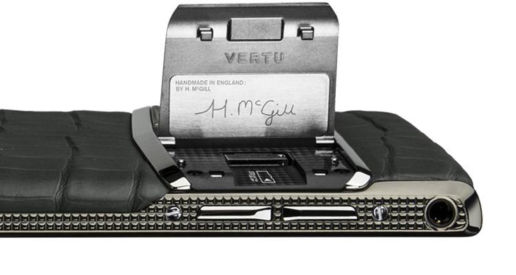 Vertu выпустила сверхмощный смартфон с сапфировым стеклом