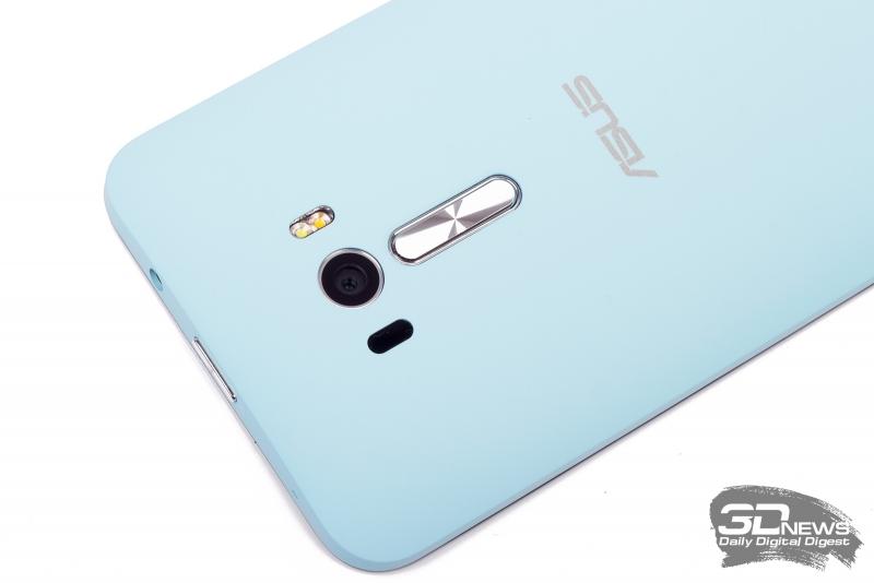 ASUS Zenfone Selfie – кнопки регулировки громкости на задней панели