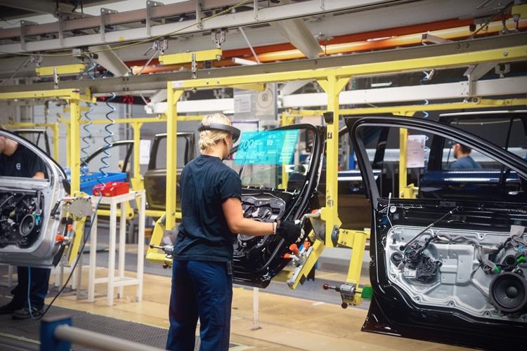 """Volvo расскажет о своих автомобилях при помощи очков Microsoft HoloLens"""""""