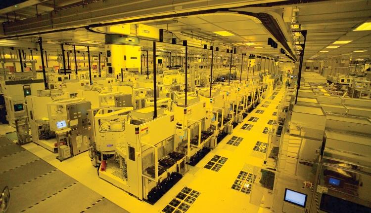 В «чистой комнате» производственного комплекса TSMC Fab 12