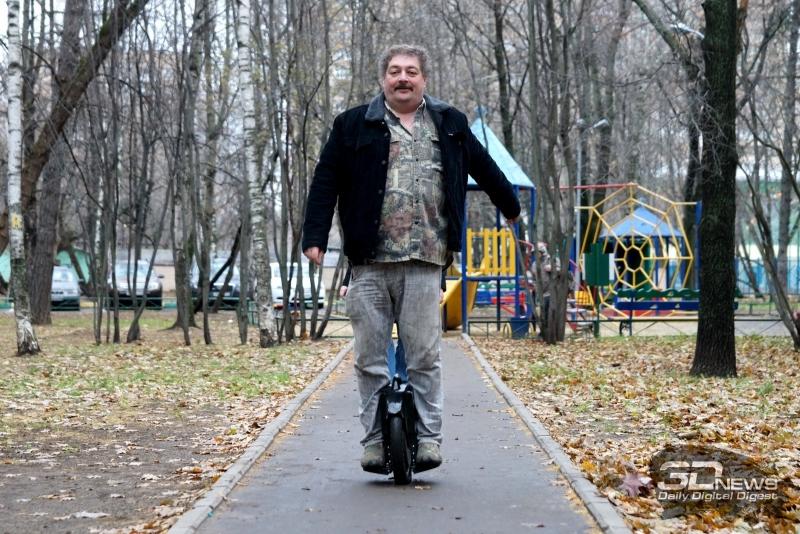 Дмитрий Быков на моноколесе