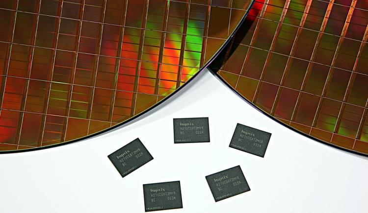 Микросхемы памяти NAND производства SK Hynix