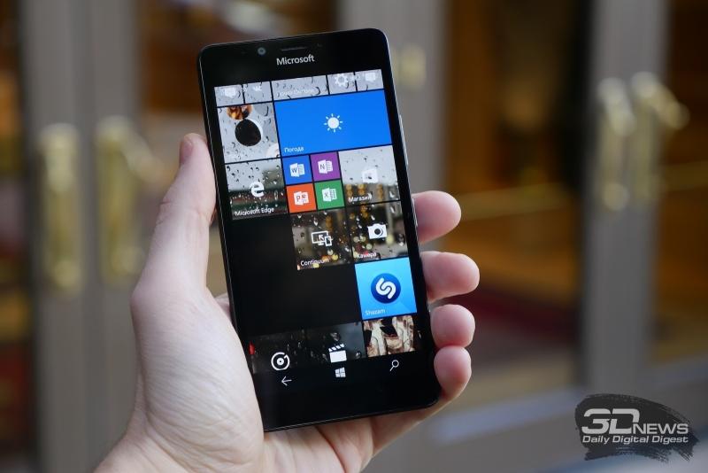 Microsoft Lumia 950 в руке