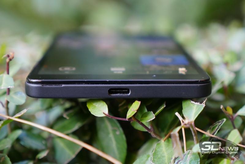 Microsoft Lumia 950, нижняя грань: разъем USB Type-C