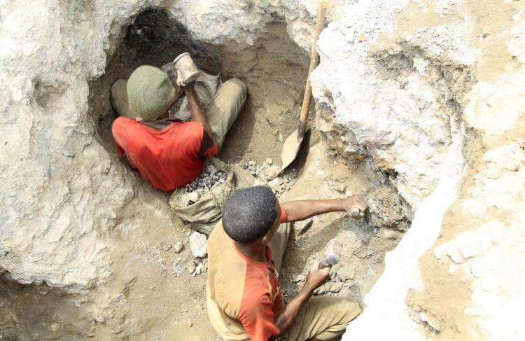 """Apple, Microsoft, Samsung, Sony подозреваются в причастности к использованию детского труда в Конго"""""""