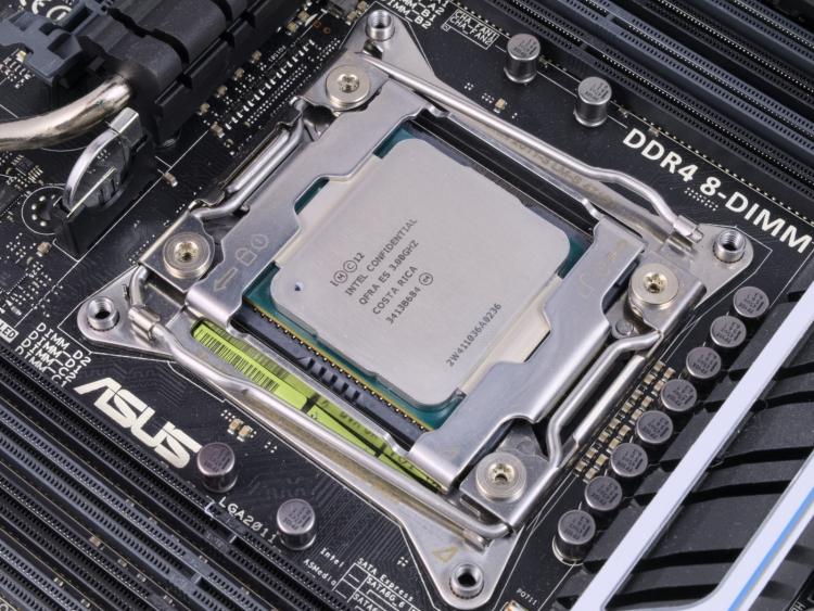 Процессор Intel Core i7 в форм-факторе LGA2011-3