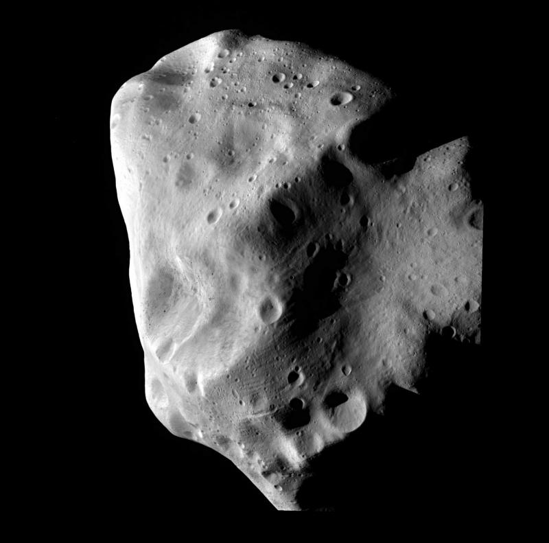 Изображение астероида Лютеция, сделанное зондом Rosetta