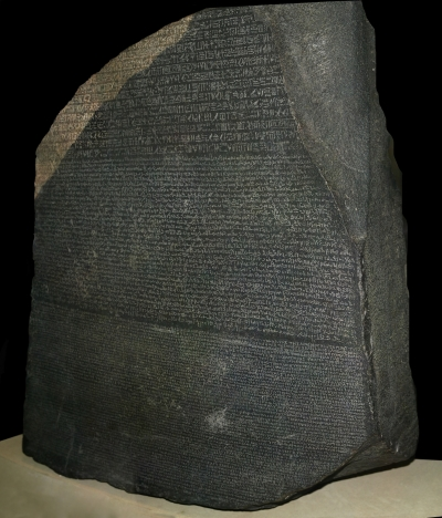 Розеттский камень, найденный в Египте в 1799 году