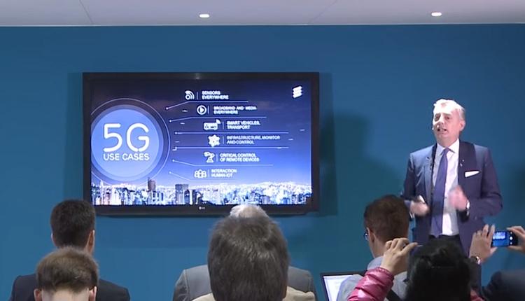 Старший вице-президент Ericsson Ульф Эвальдссон (Ulf Ewaldsson) во время презентации технологии 5G