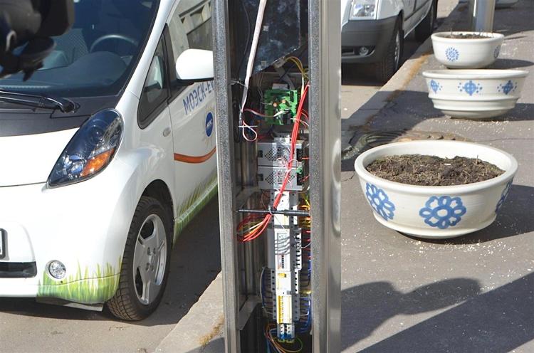 В Москве появятся ещё 200 станций зарядки электромобилей в зонах платных парковок