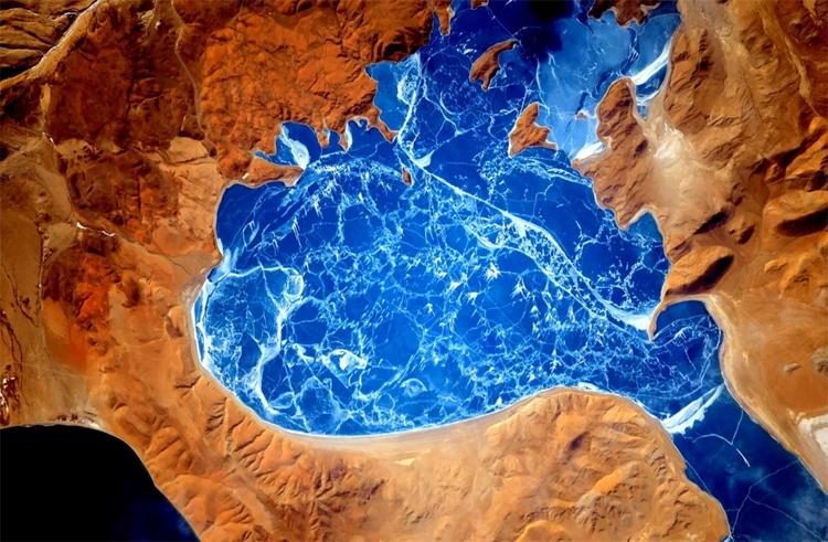 Ланга-Цо — солоноватое озеро на юго-западе Тибетского нагорья