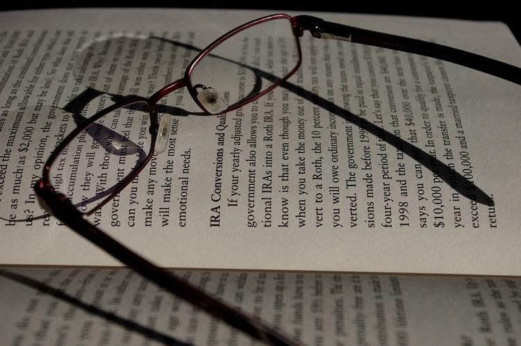 Чтение на планшете перед сном мешает выспаться