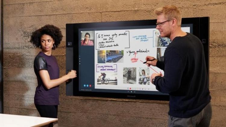 """Долгожданный гигантский планшет Microsoft Surface Hub поступил в продажу"""""""