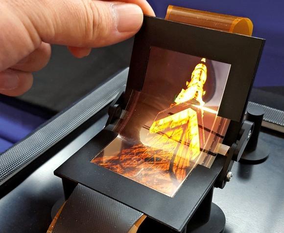 Sharp показала изгибаемый OLED экран (asia.nikkei.com)