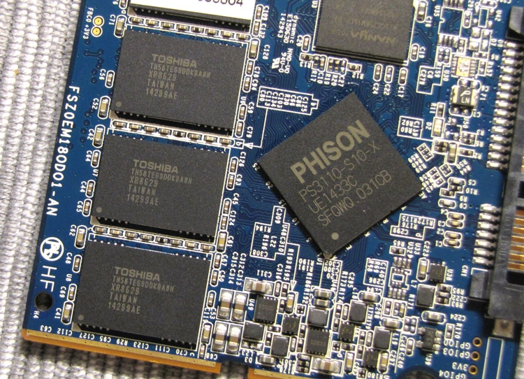«Начинка» SSD Neutron XT (фото AnandTech.com)