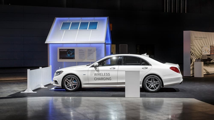 Аккумуляторы нового авто Mercedes-Benz будут заряжаться без проводов