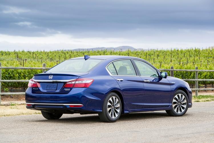 """Стартовали продажи обновлённого седана Honda Accord Hybrid"""""""